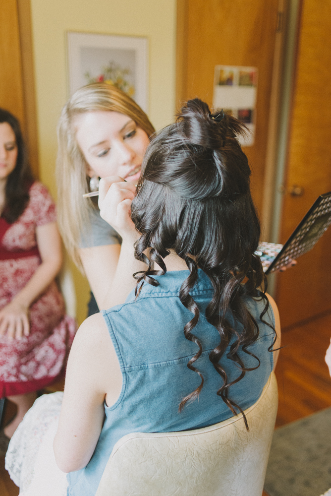Leach-botanical-gardens-wedding-hair-relaxed-curls.jpg