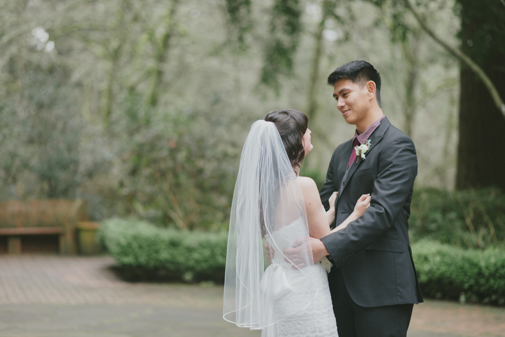 Leach-botanical-gardens-wedding-first-look