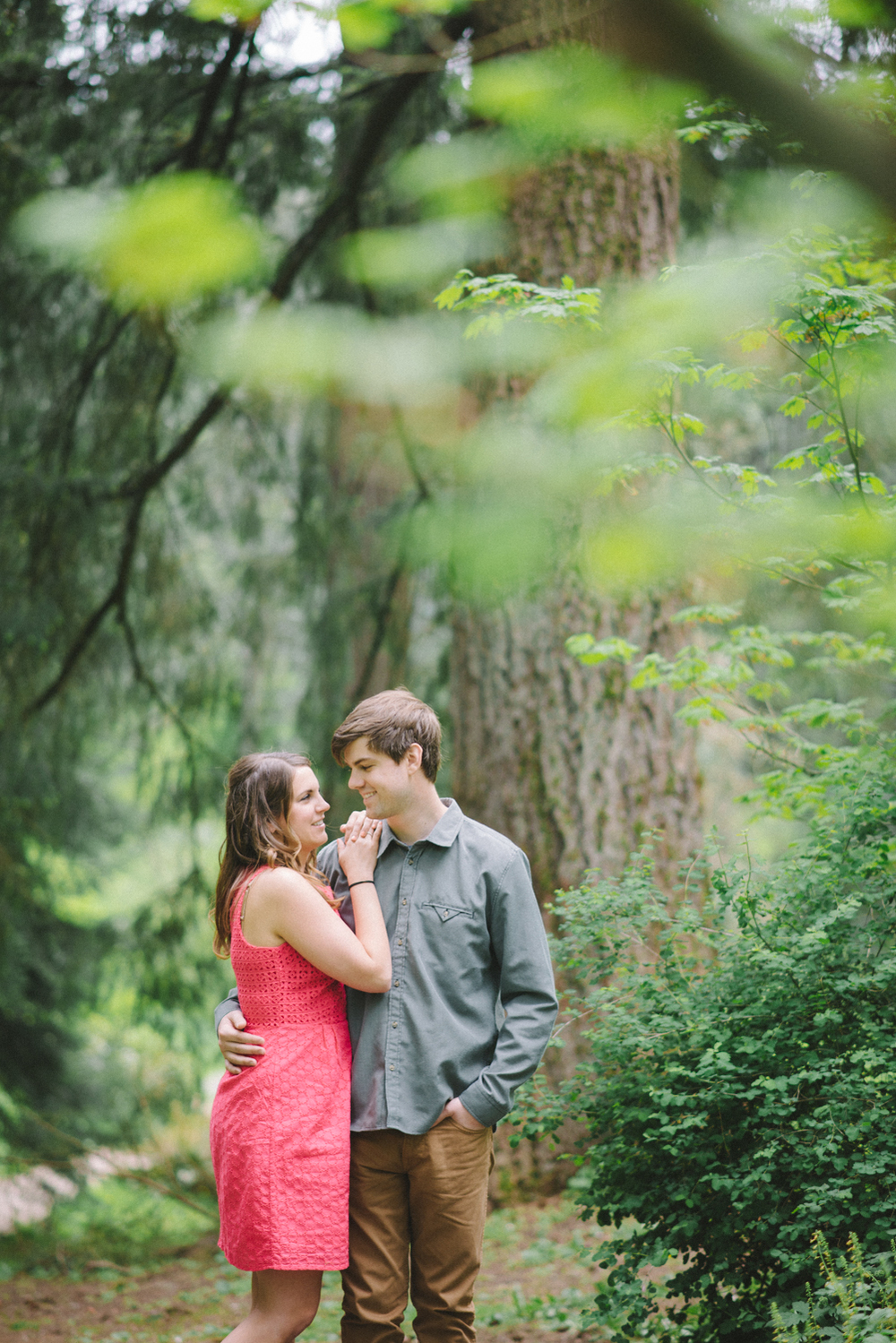 Portland-oregon-romantic-engagement-session-photographer-hoyt-arboretum-washington-park-shelley-marie-photography-forest-natural-woodland-6