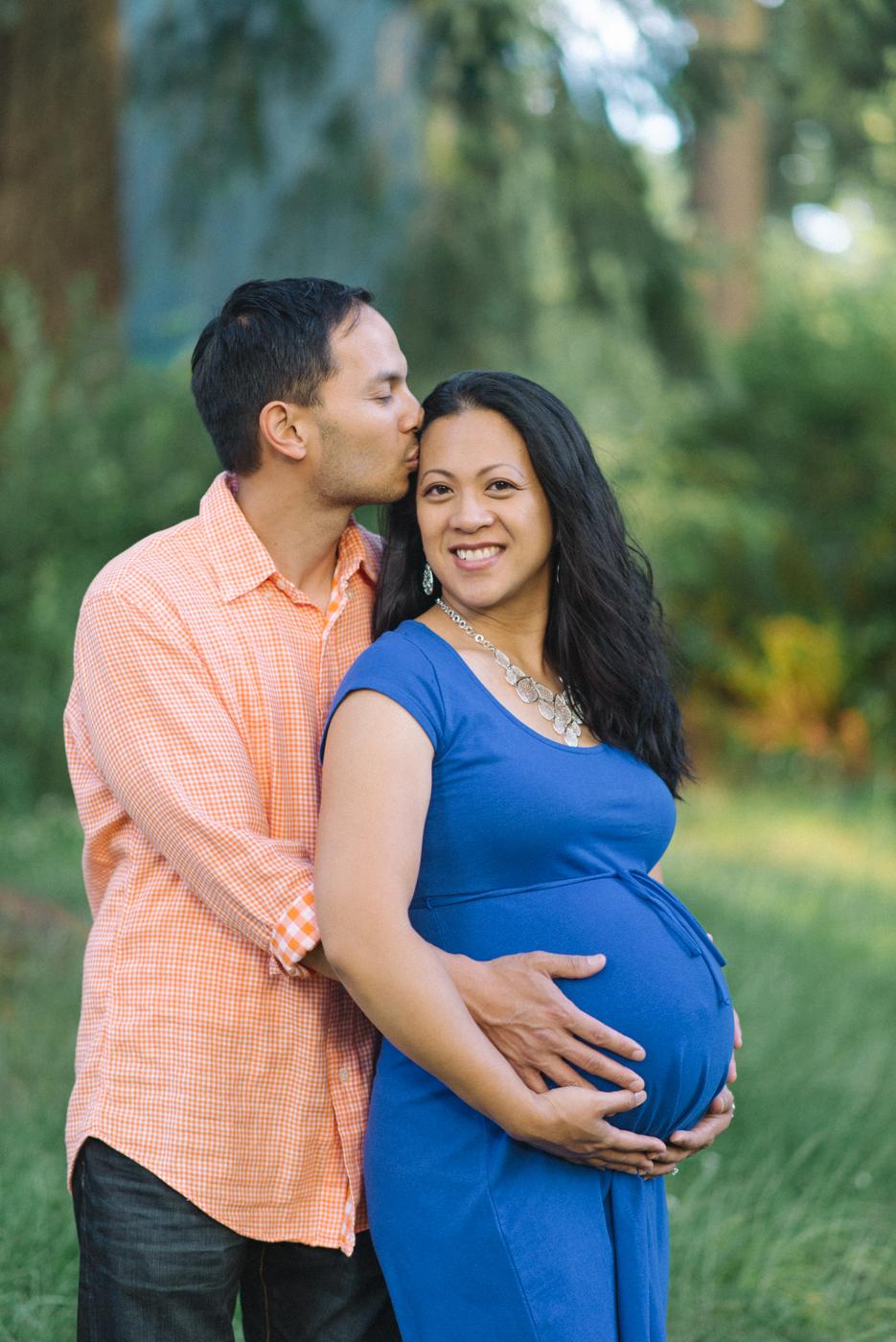 Portland-oregon-maternity-photography-couple-Hoyt-Arboretum-Washington-Park-professional-family-session-photos-natural-woodland-7