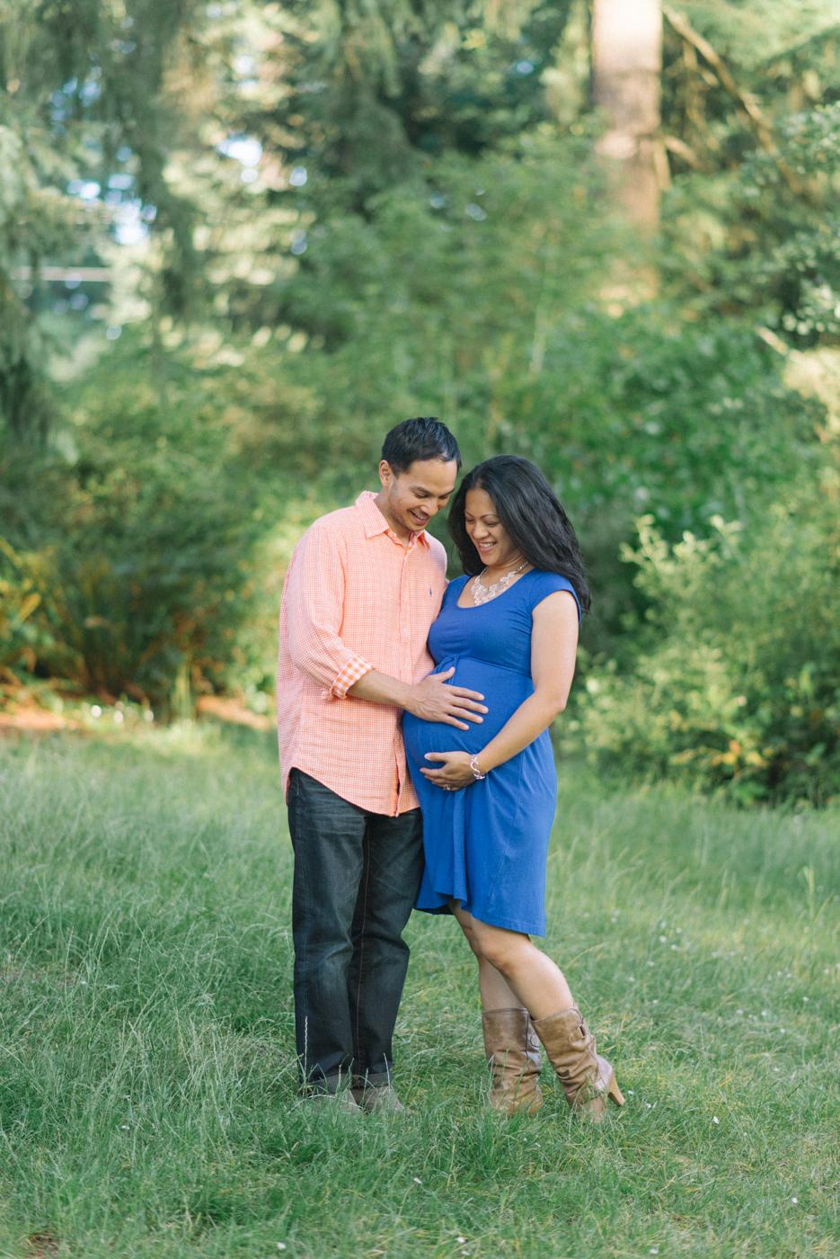 Portland-oregon-maternity-photography-couple-Hoyt-Arboretum-Washington-Park-professional-family-session-photos-natural-woodland-10