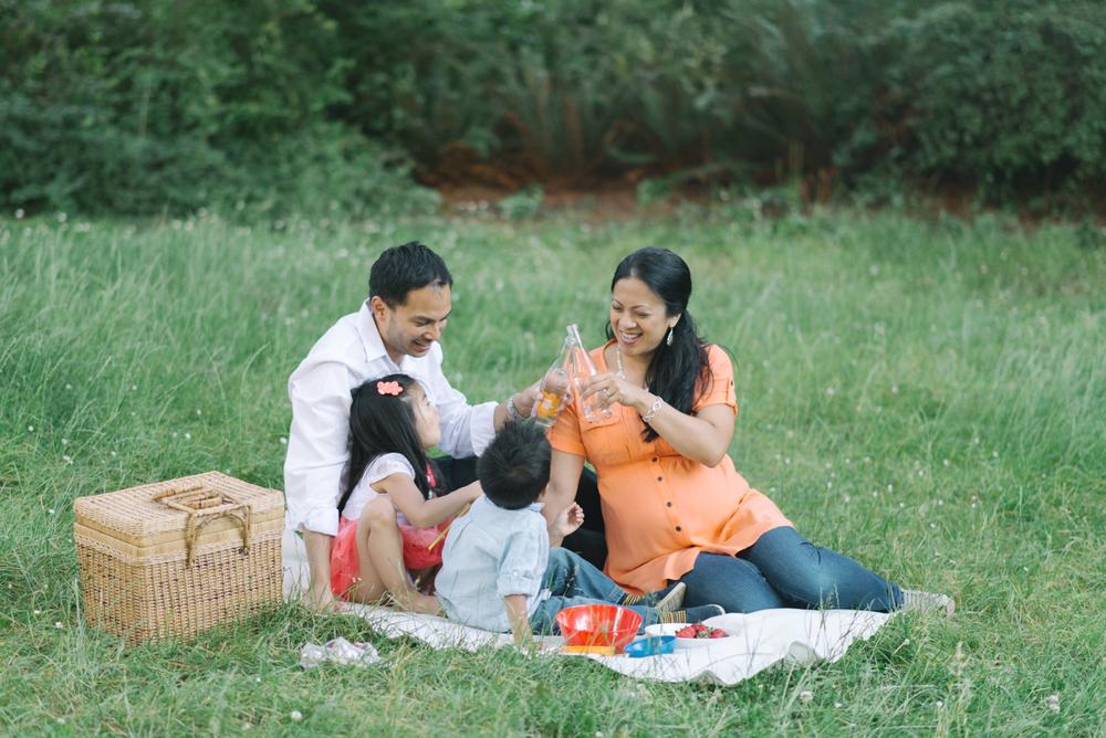 Hoyt-Arboretum-Washington-Park-professional-maternity-family-session-photos-portland-oregon-natural-woodland-12