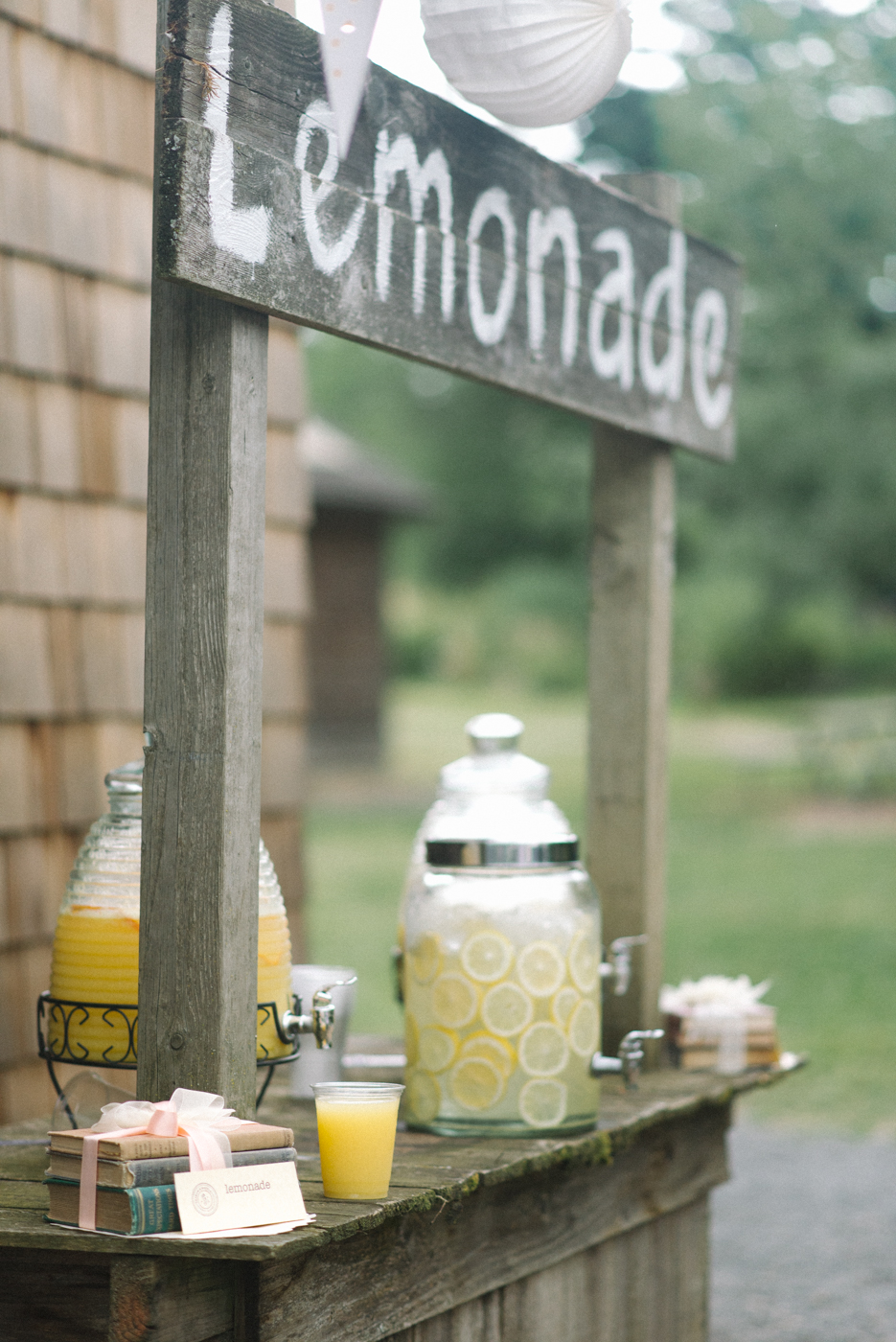 Dorris-Ranch-Wedding-Springfield-Oregon-Lemonade-stand-Shelley-Marie-Photo-