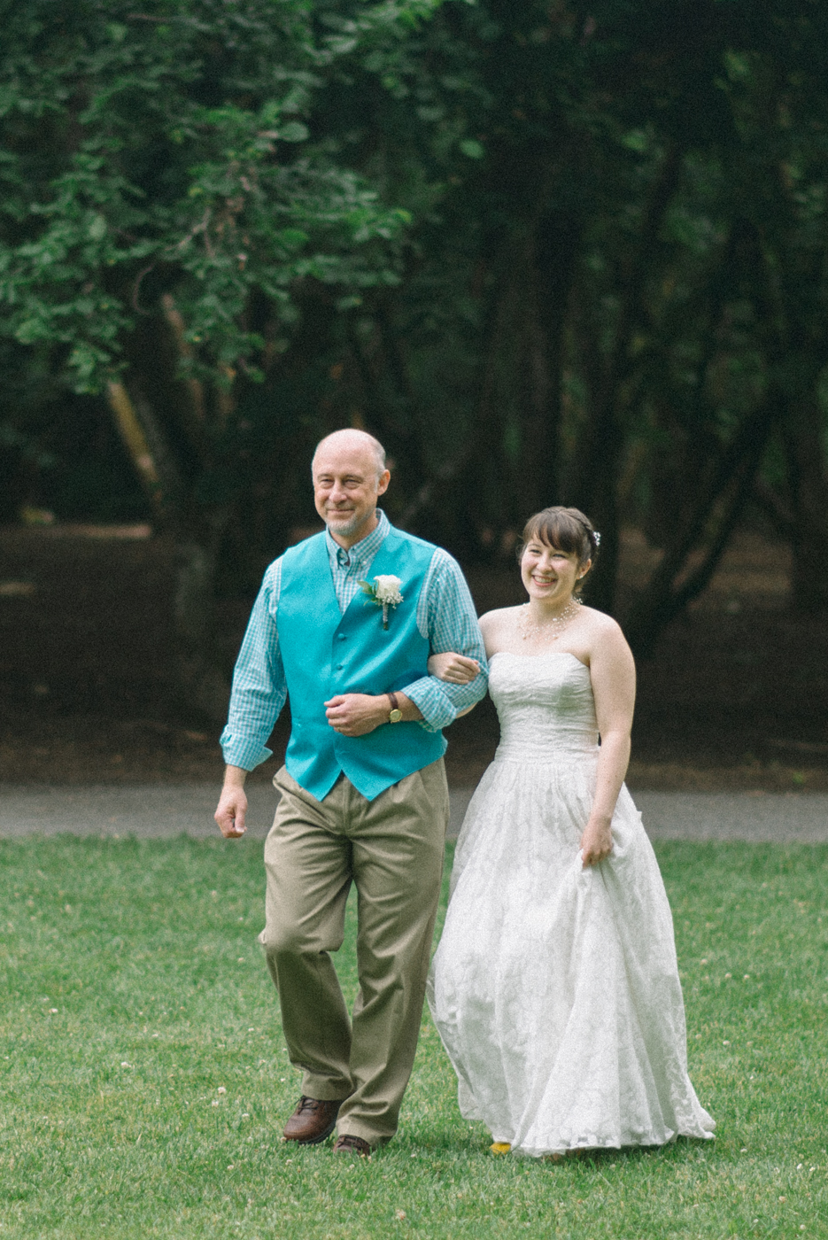 Dorris-Ranch-Daddy-daughter-ceremony-walking-down-the-aisle-Photos-Springfield-Oregon-Shelley-Marie-Photo-1