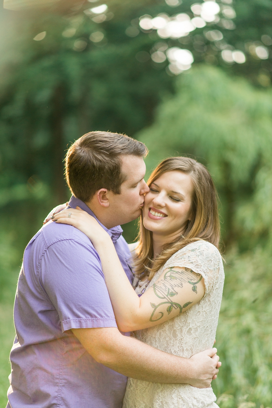 engagement-photography-portland-oregon-hoyt-arboretum-washington-park-romantic-couples-portraits-sweet-kiss-nature-natural-light-forest-field-shelley-marie-photo-1