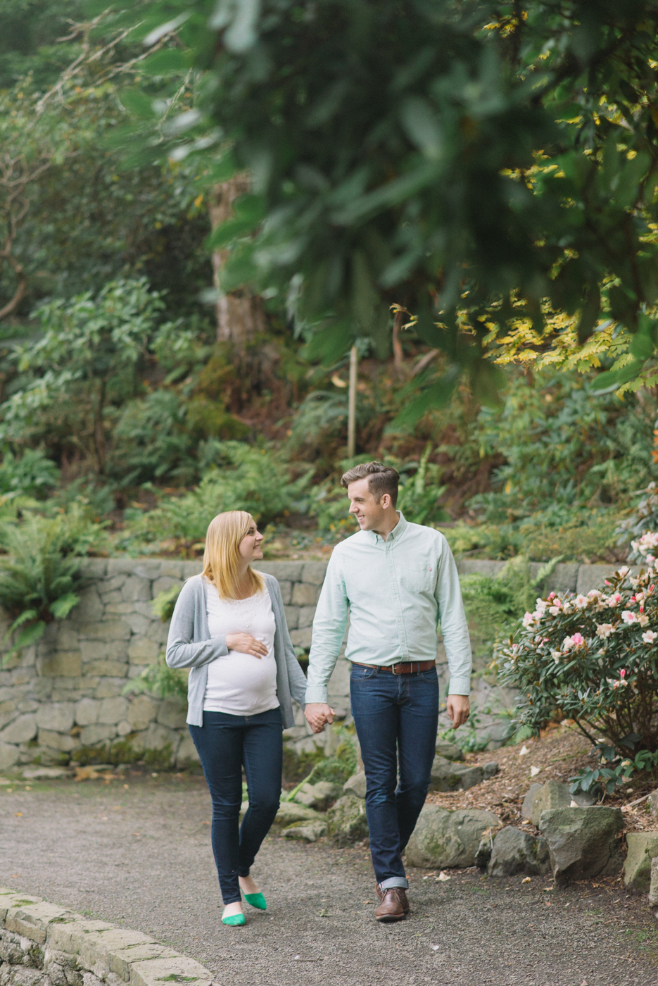 portland-oregon-maternity-photography-pregnancy-crystal-springs-rhododendron-garden-walking-sweet-romantic-shelley-marie-photo-1
