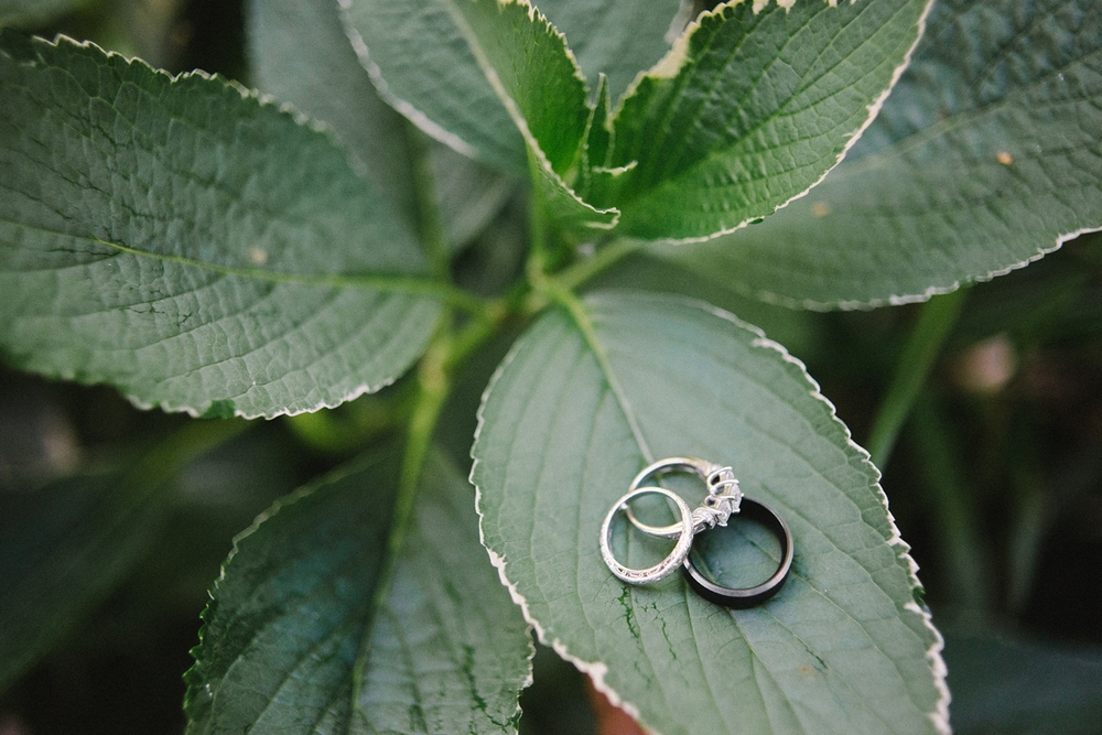 Portland-Oregon-Wedding-photographer-mcmenamins-edgefield-rings-shelley-marie-photography-1
