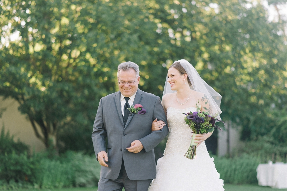 Portland-Oregon-Wedding-photographer-mcmenamins-edgefield-father-daughter-walking-down-aisle-shelley-marie-photography-1