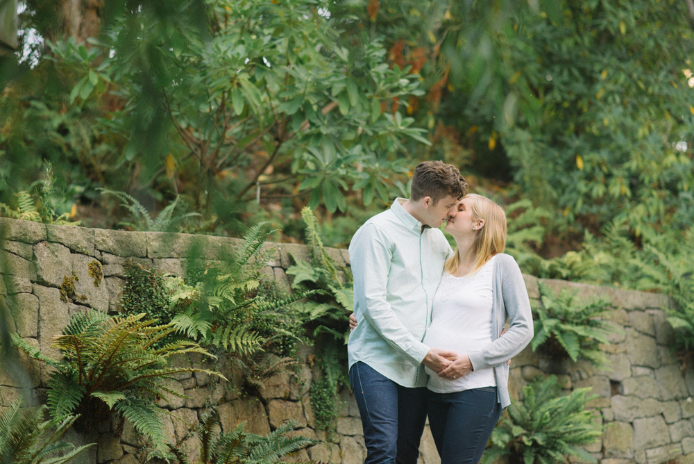 Portland-Oregon-Maternity-Photographer-Portrait-Crystal-Springs-Rhododendron-Garden-Nature-Natural-Light-Fern-Kiss-Shelley-Marie-Photography-3