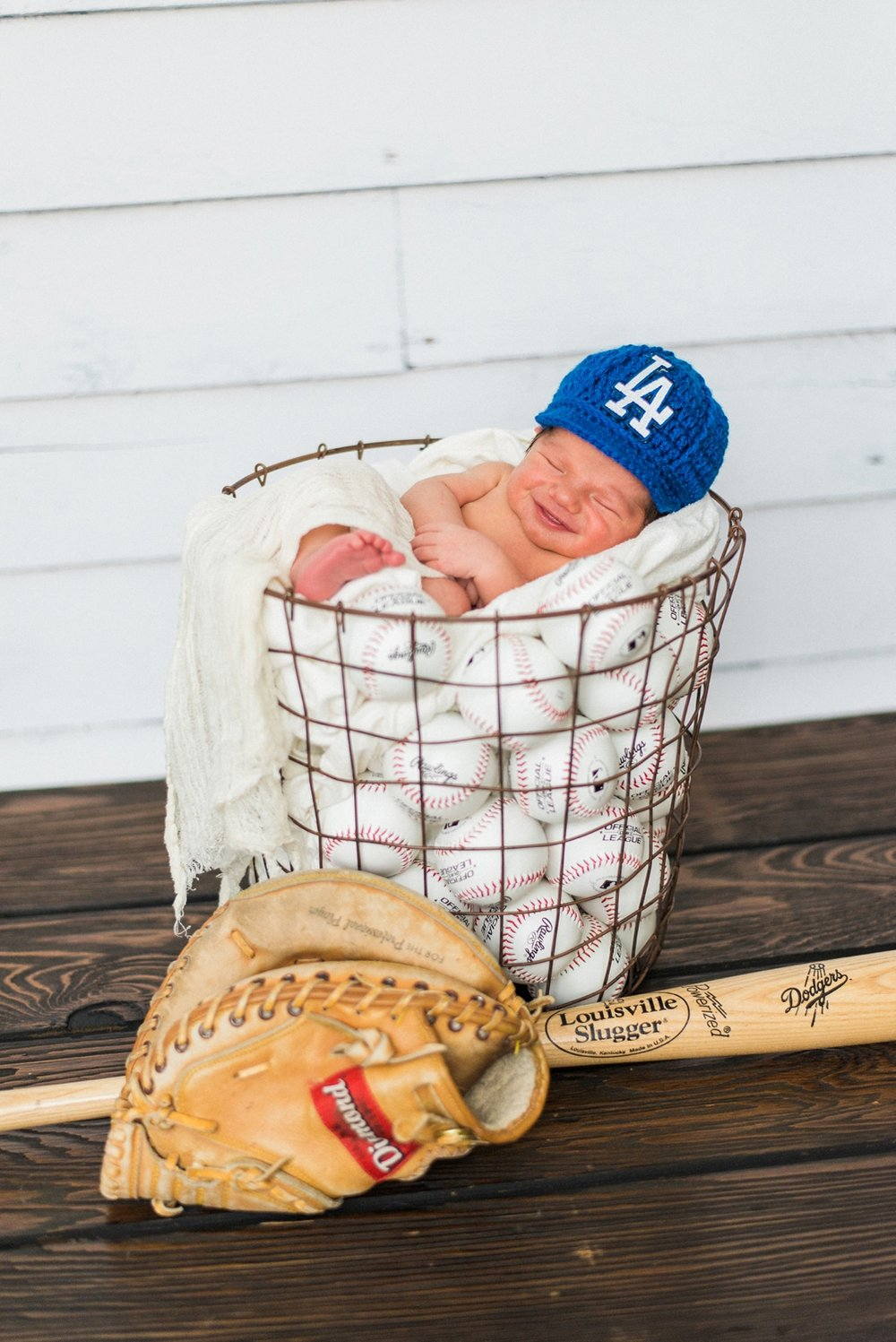 portland-newborn-photography-boy-dodgers-hat-baseball-mitt-shelley-marie-photo-1