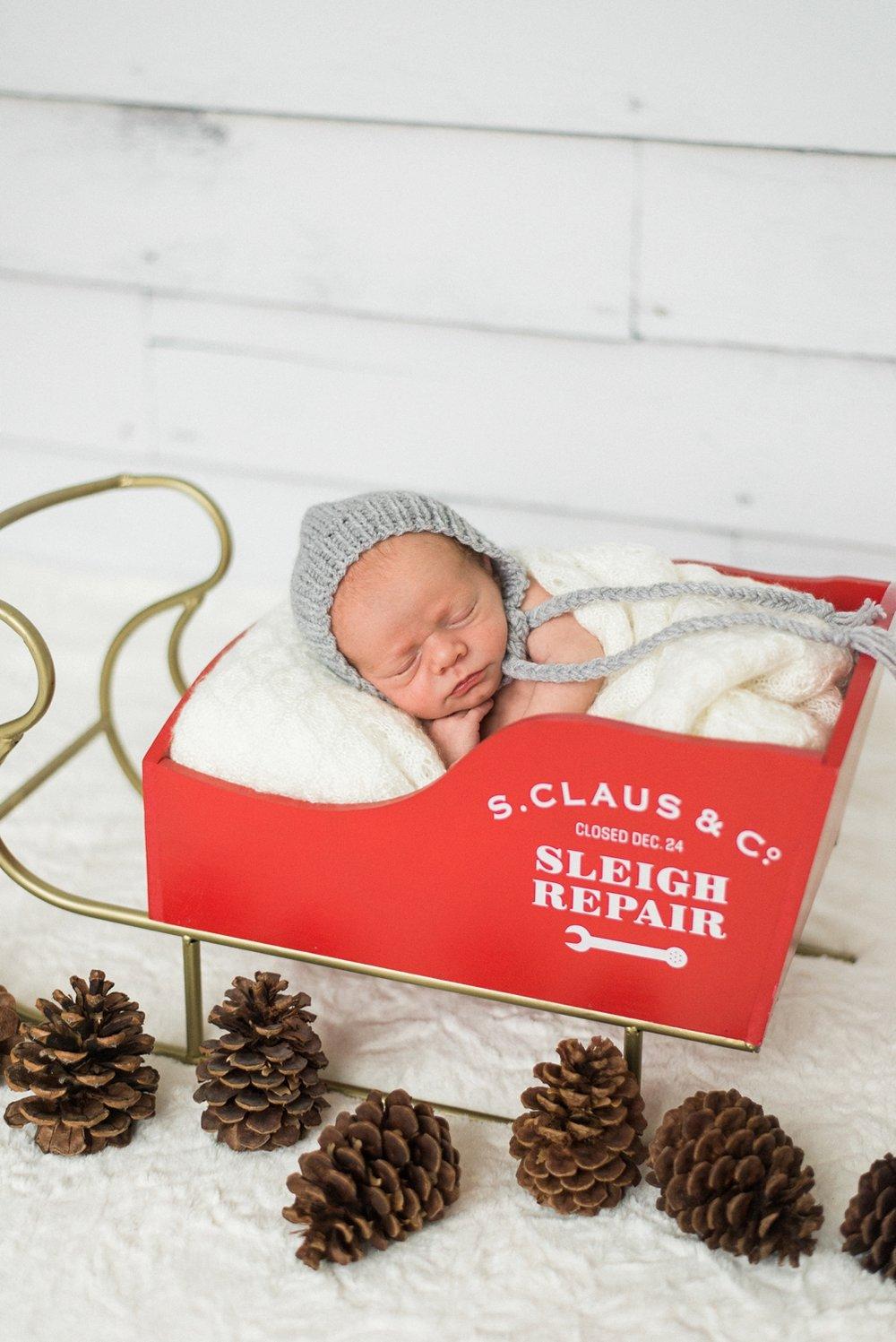 portland-newborn-baby-santa-christmas-sleigh-session-shelley-marie-photo-4.jpg