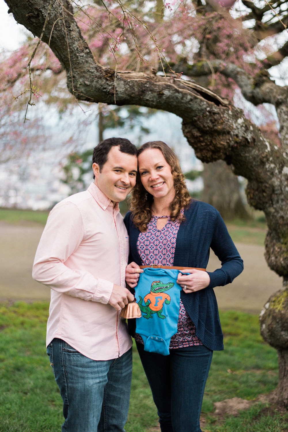 pittock-mansion-maternity-photography-portland-cherry-blossom-shelley-marie-photo-05.jpg