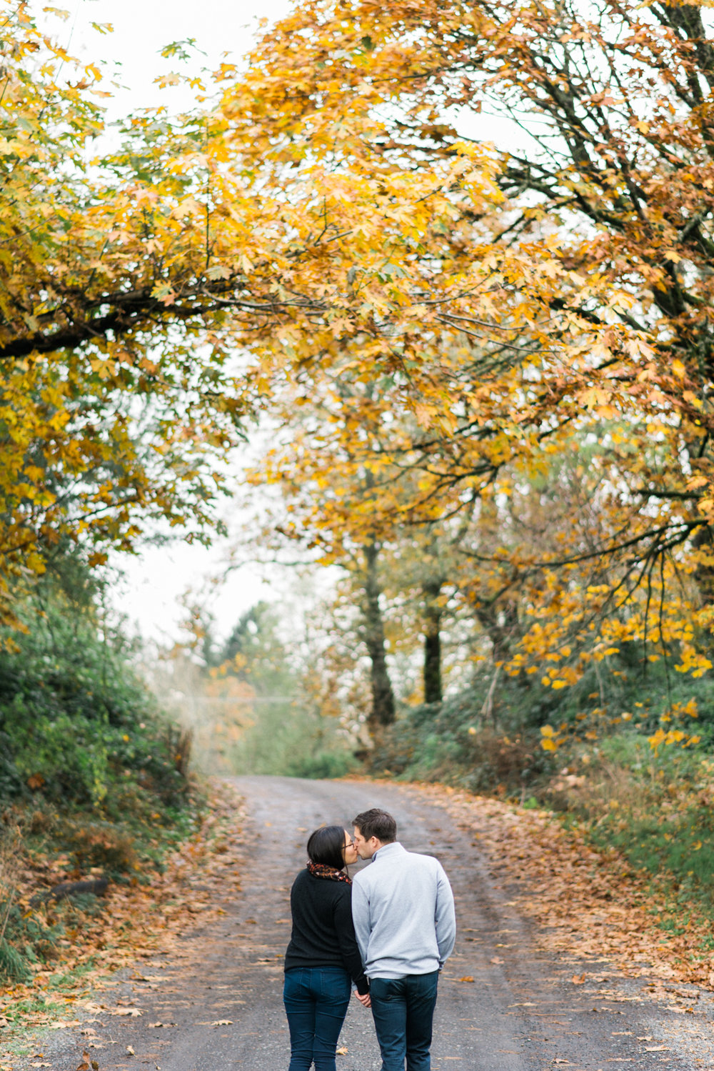 portland-engagement-columbia-river-gorge-latourell-waterfall-autumn-fall-crown-point-shelley-marie-photo-15.jpg