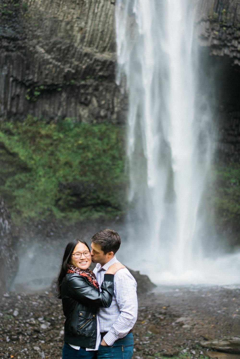 portland-engagment-colubia-river-gorge-latourell-waterfall-autumn-fall-crown-point-shelley-marie-photo-42.jpg
