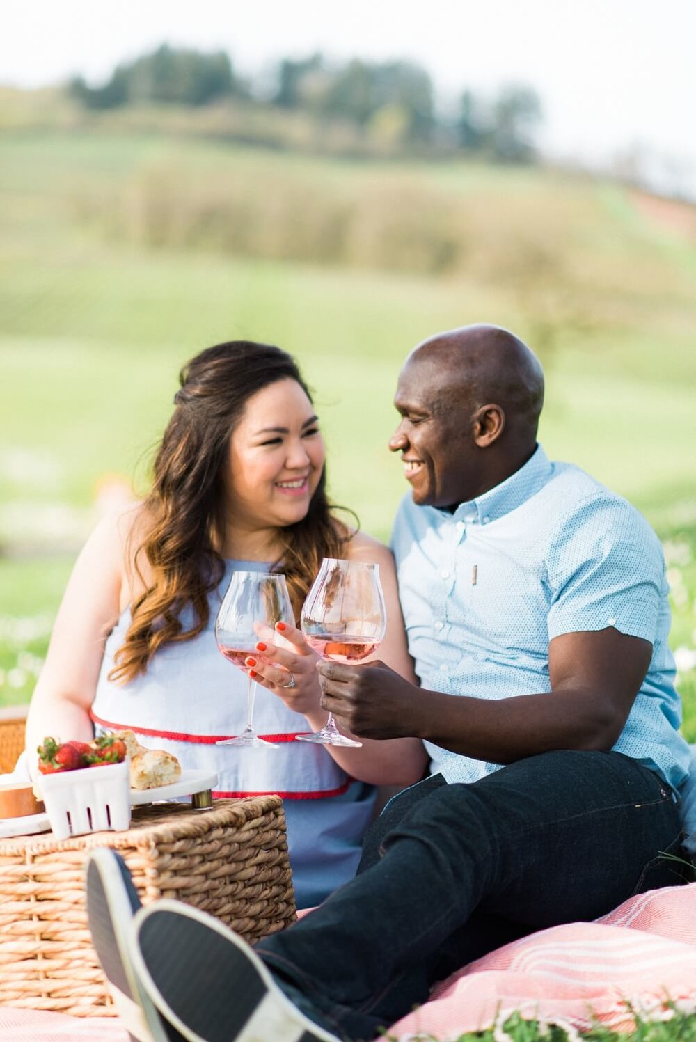 portland-vineyard-engagement-photos-daniel-andrea-043_cr.jpg