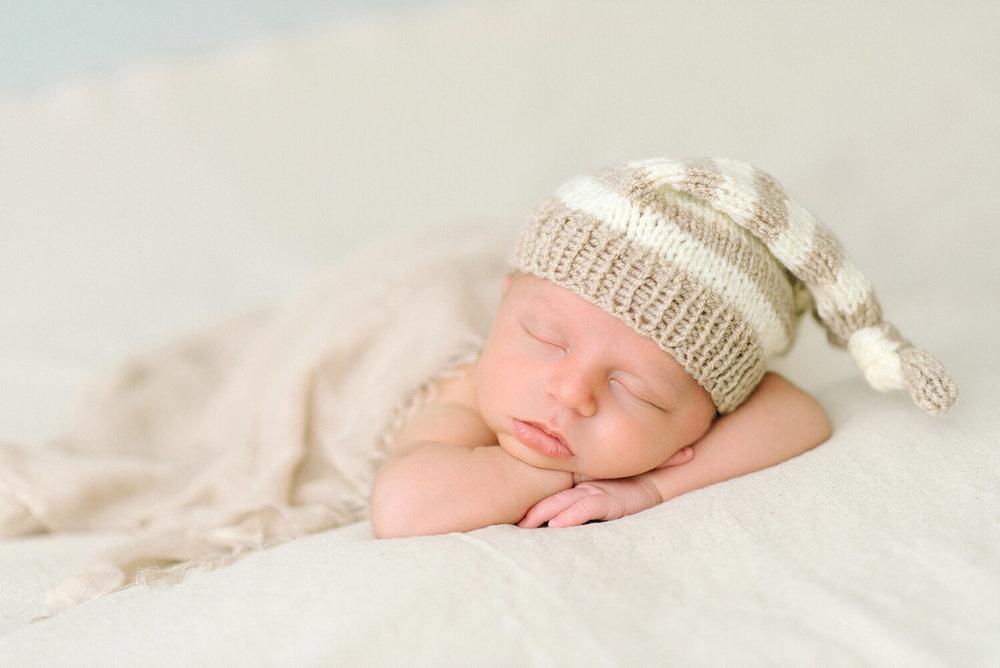portland-oregon-newborn-photographer-sleeping-baby-boy-tucked-in-knit-hat-cream-shelley-marie-photography-4.jpg