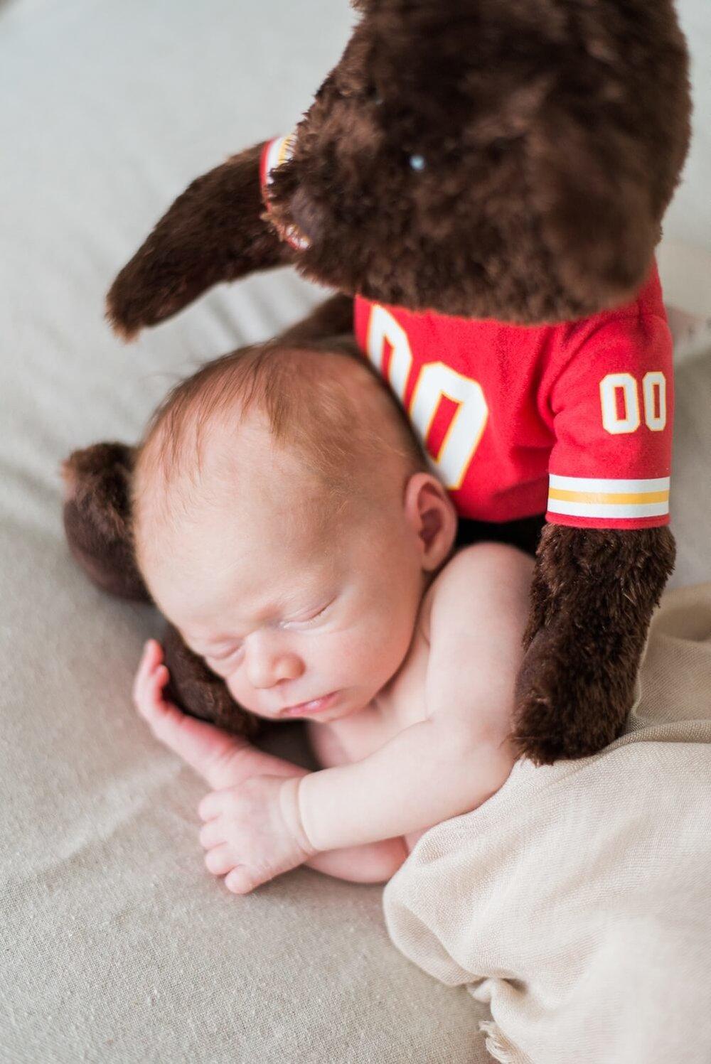 best-portland-oregon-newborn-photographer-sleeping-baby-boy-with-bear-shelley-marie-photography-88.jpg