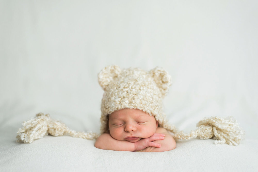 best-portland-oregon-newborn-photographer-sleeping-baby-boy-in-bear-knit-hat-shelley-marie-photography-63.jpg