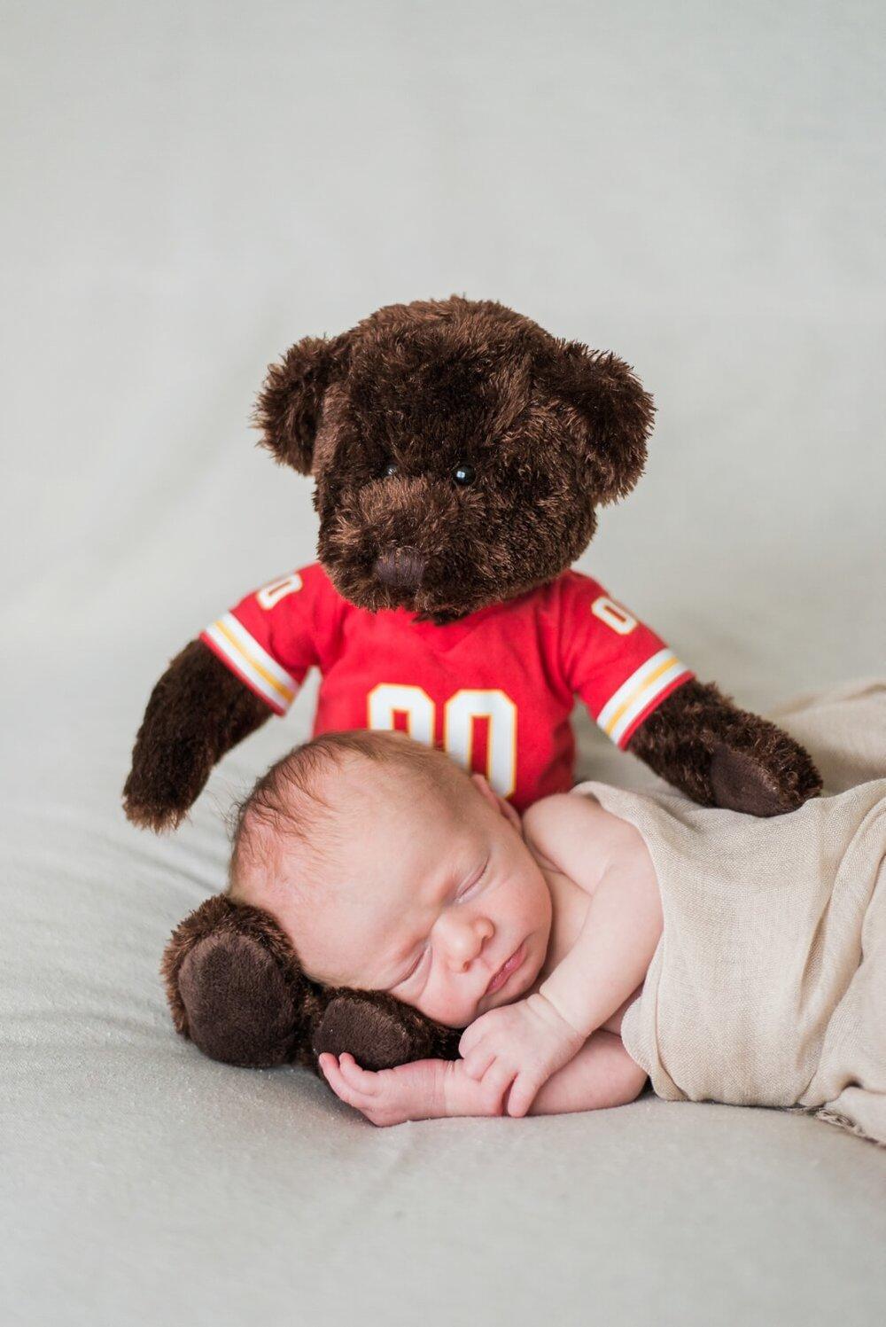 best-portland-oregon-newborn-photographer-sleeping-baby-boy-with-bear-shelley-marie-photography-43.jpg