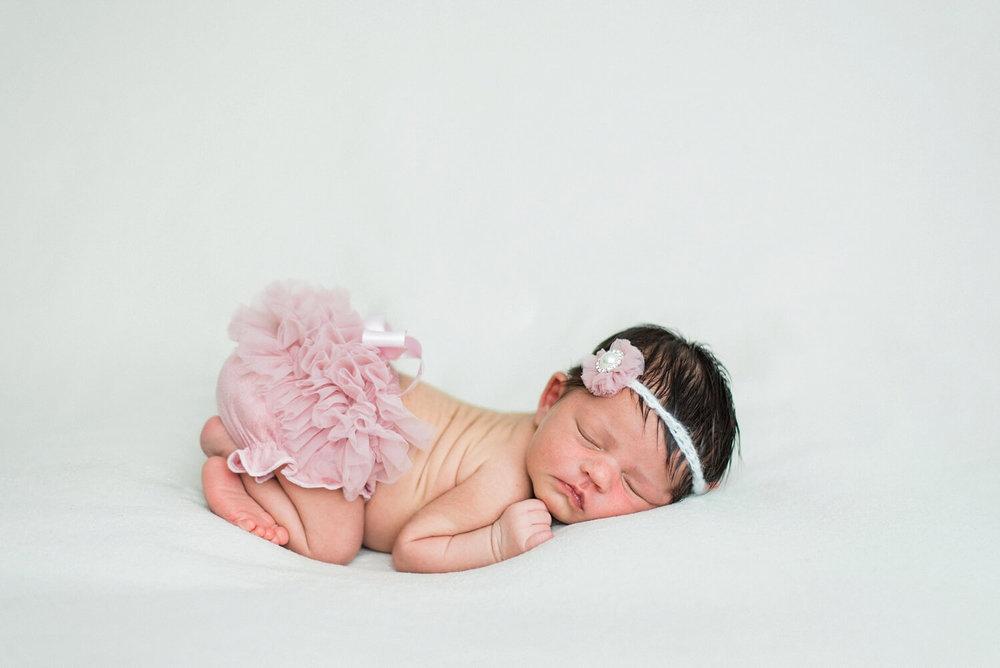 best-portland-oregon-newborn-photographer-sleeping-baby-girl-pink-tutu-flower-headband-shelley-marie-photography-2.jpg