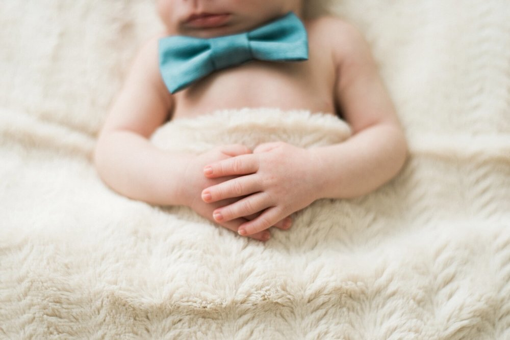 best-portland-oregon-newborn-photographer-sleeping-baby-fingers-hands-shelley-marie-photography-6.jpg