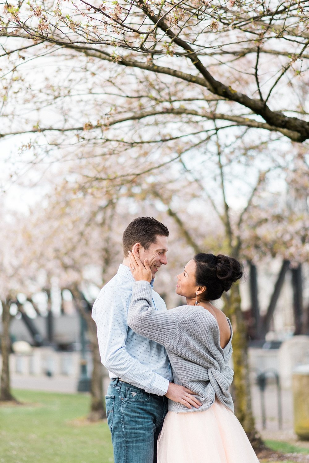 portland-waterfront-engagement-cherry-blossom-cathedral-park-sokhorn-jay-015_cr.jpg