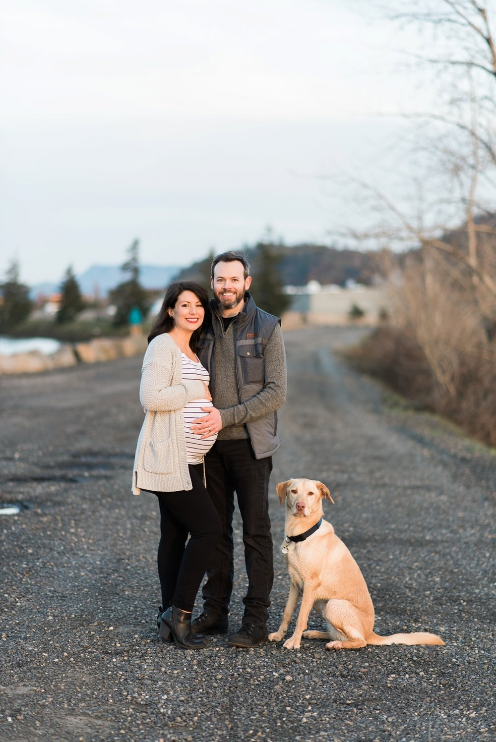 hood-river-maternity-photos-with-dog-columbia-river-gorge-shelley-marie-photo-201_cr.jpg
