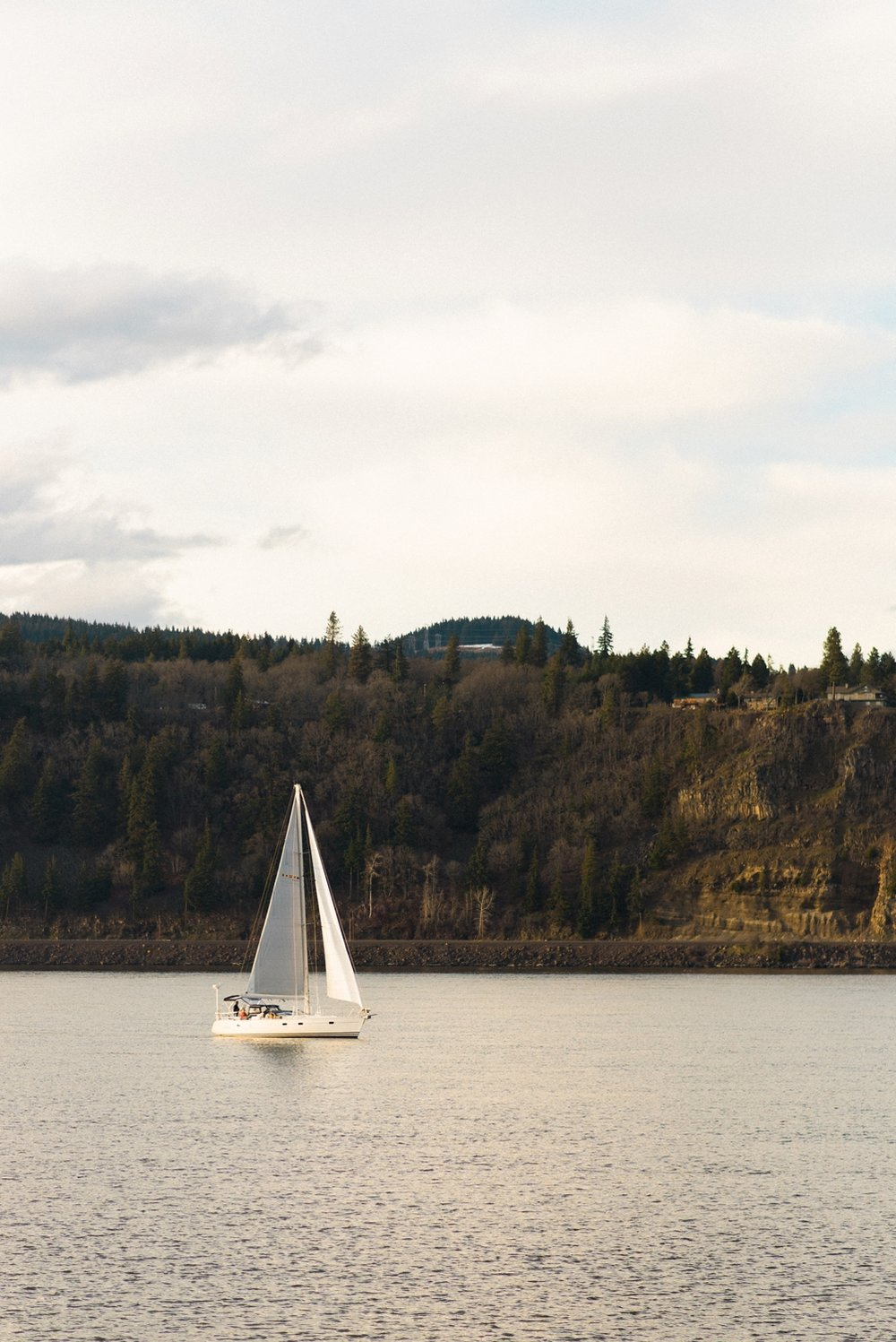 hood-river-maternity-sailboat-columbia-river-gorge-shelley-marie-photo-075_cr.jpg