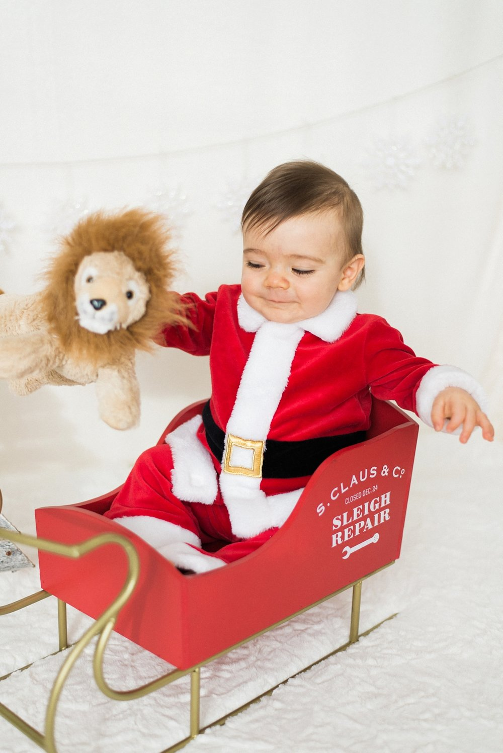portland-newborn-christmas-holiday-photos-1-year-baby-portrait-session-santa-012_cr.jpg