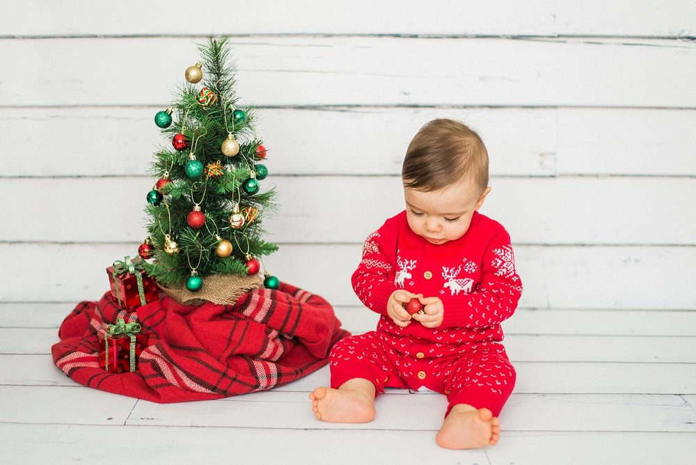 portland-newborn-christmas-tree-holiday-photos-1-year-baby-portrait-session-071-2_cr.jpg