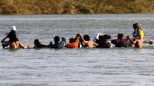 immigrants-rio-grande-2.jpg