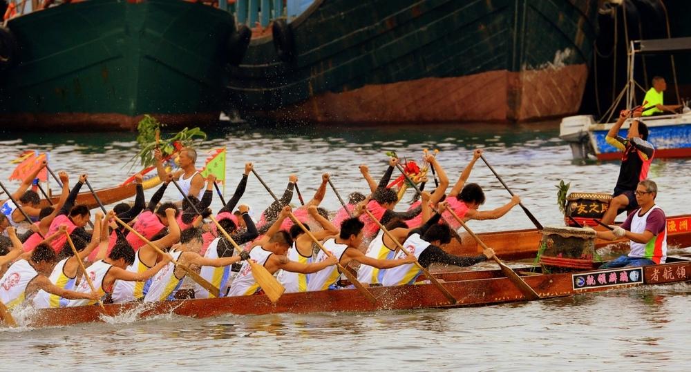 """Dragon boats at Cheung Chau courtesy of """"K"""""""