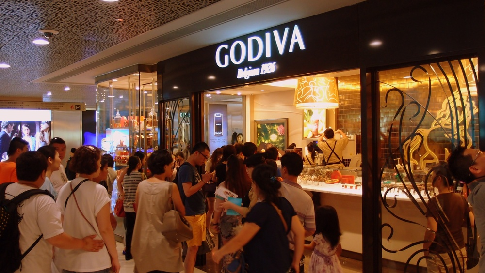 A queue outside a chocolate shop???