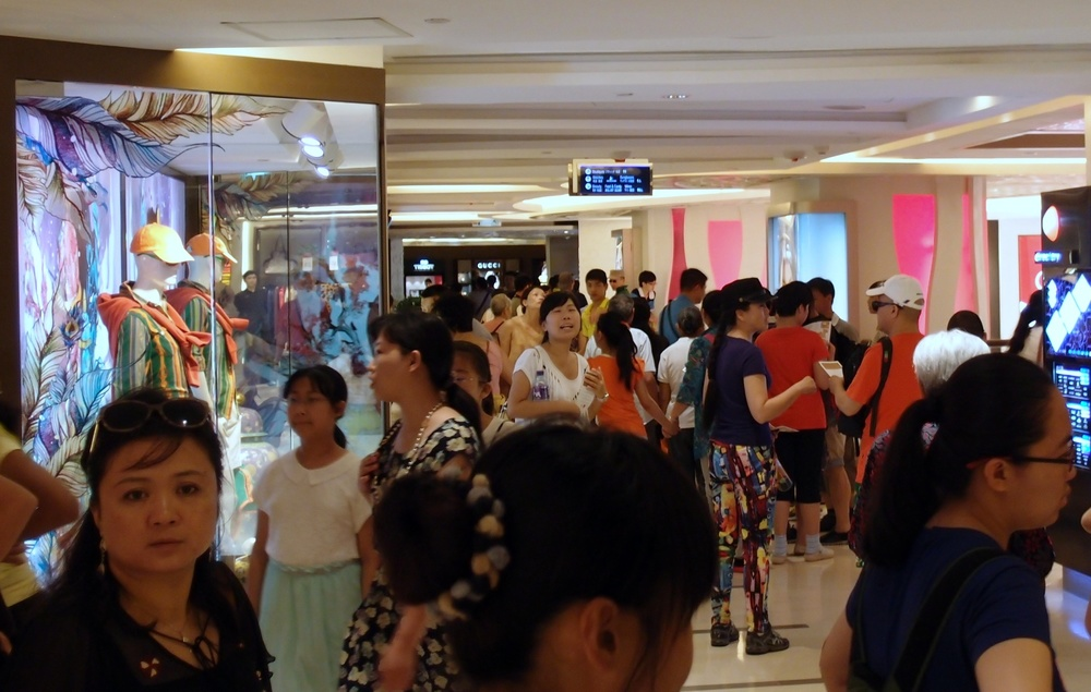Mainland Chinese tourists shopping 10.30am