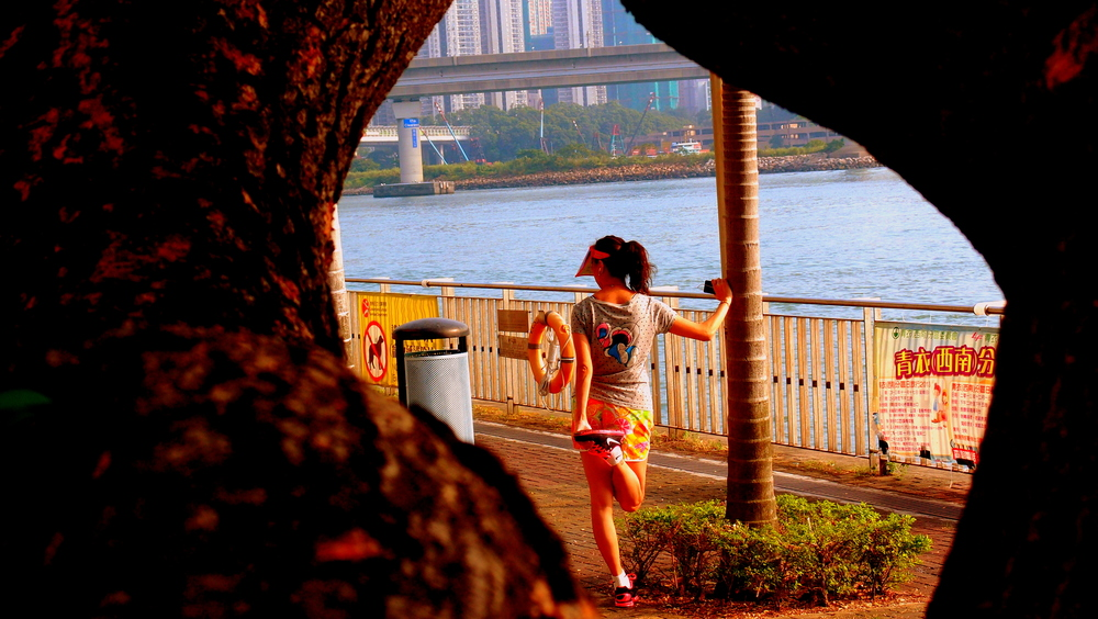 We do love our waterfront promenades here and this one in Tsing Yi is amazingly popular, jogging is quite the thing these days.