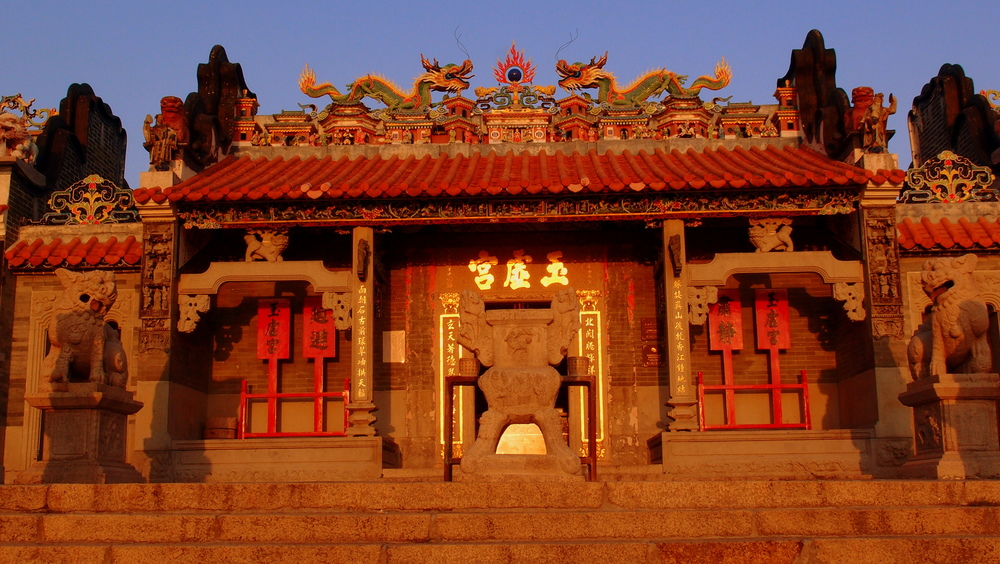 The main Temple on Cheung Chau, the lighting was perfect.