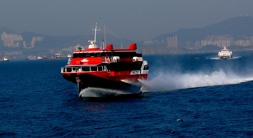 Hydrofoil going like the clappers heading towards Macau