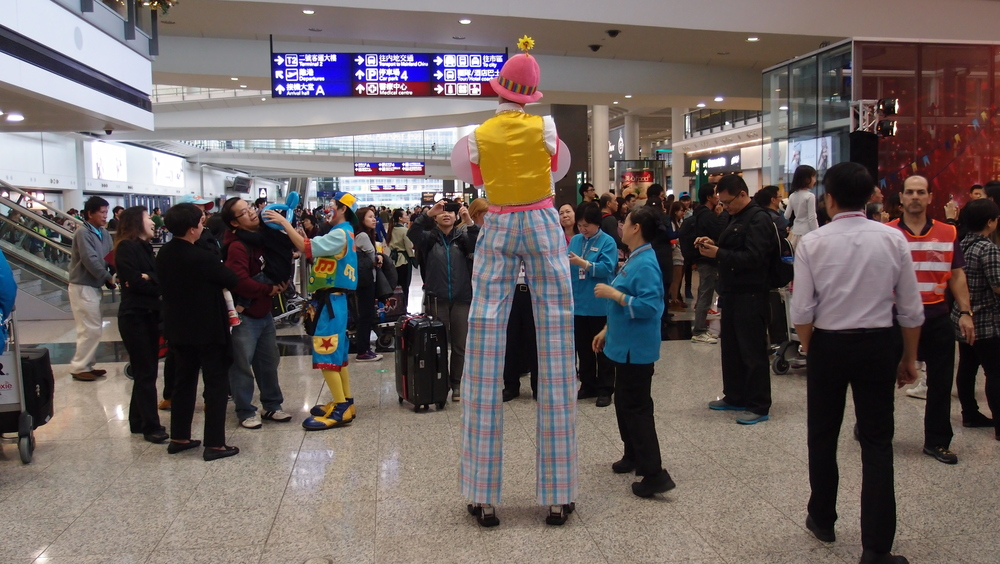 I hate clowns and I really hate clowns on stilts.