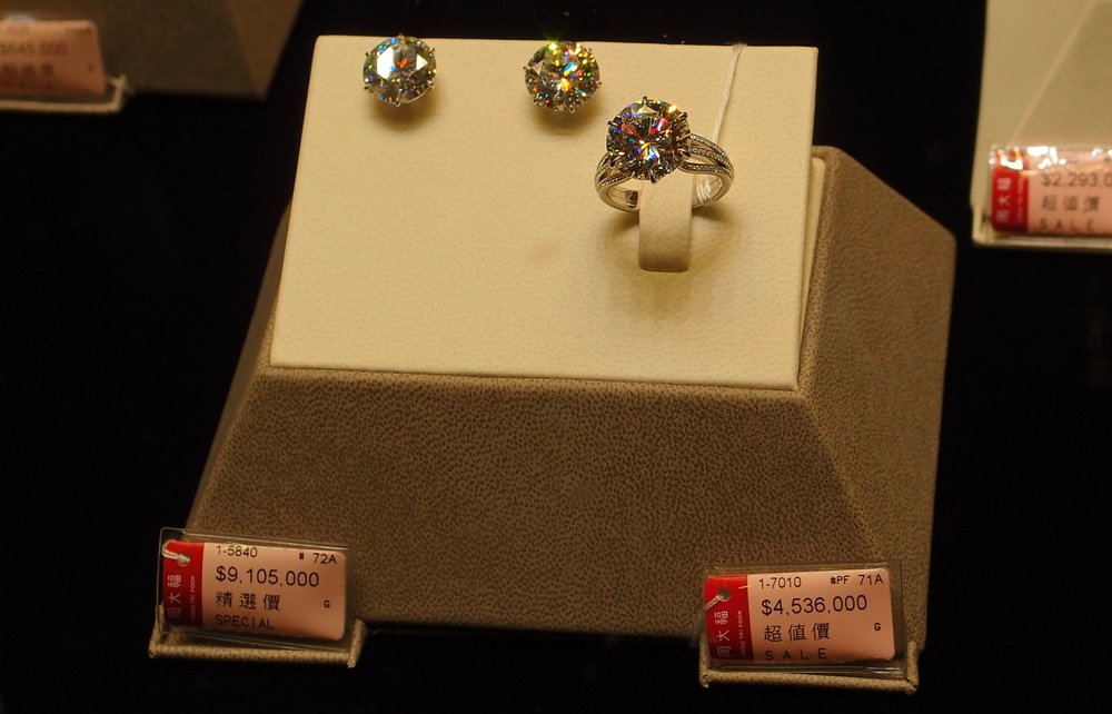 I imagine Deborah would like to buy this set of diamond jewellery from Chow Tai Fook Jewellery Company, it really does cost US$1,750,000!!