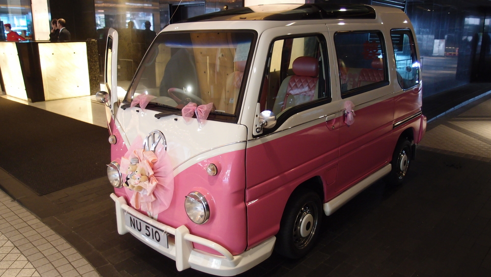 I would be embarrassed to ride in this tacky, ugly vehicle that doubles as a wedding car - it is however so Hong Kong