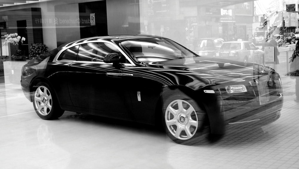 The new 2014 Rolls Royce Wraith, very sporty and very Bentley like - me wants one!