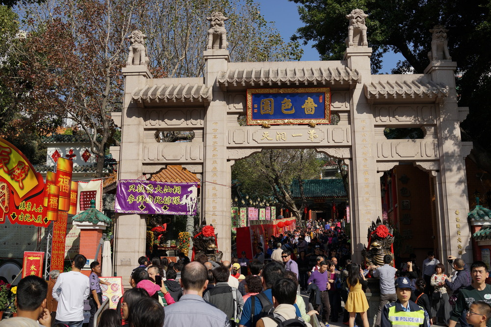 Normally there are tens of thousands of people lining up to get in at Chinese New Year!