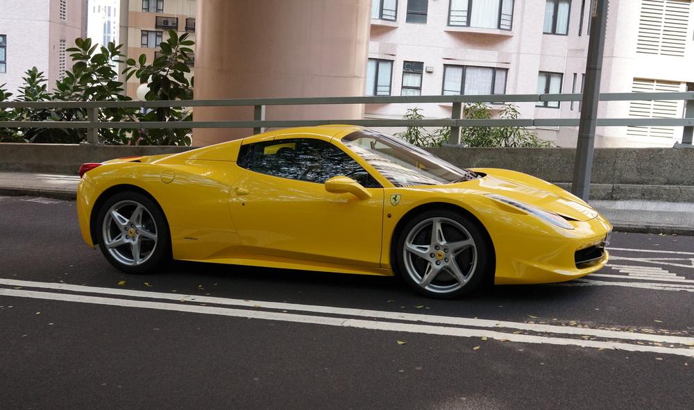 Lovely yellow Ferrari