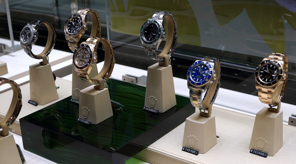 As a visitor you will be amazed at the number of watch shops we have selling HK$2,6 million Rolex watches! me wants one!