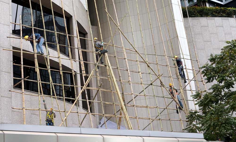 I am always amazed at how fast these guys can erect bamboo scaffolding with little regard for their own personal safety! here they are working on the Hong Kong Club building in Central