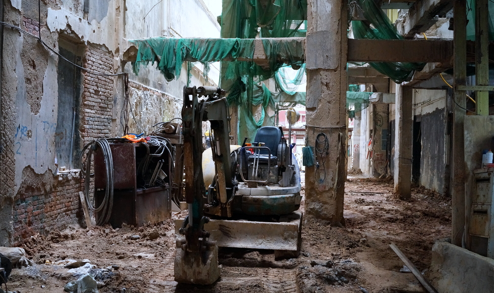 A very old building in Mongkok being demolished very carefully from the inside out...