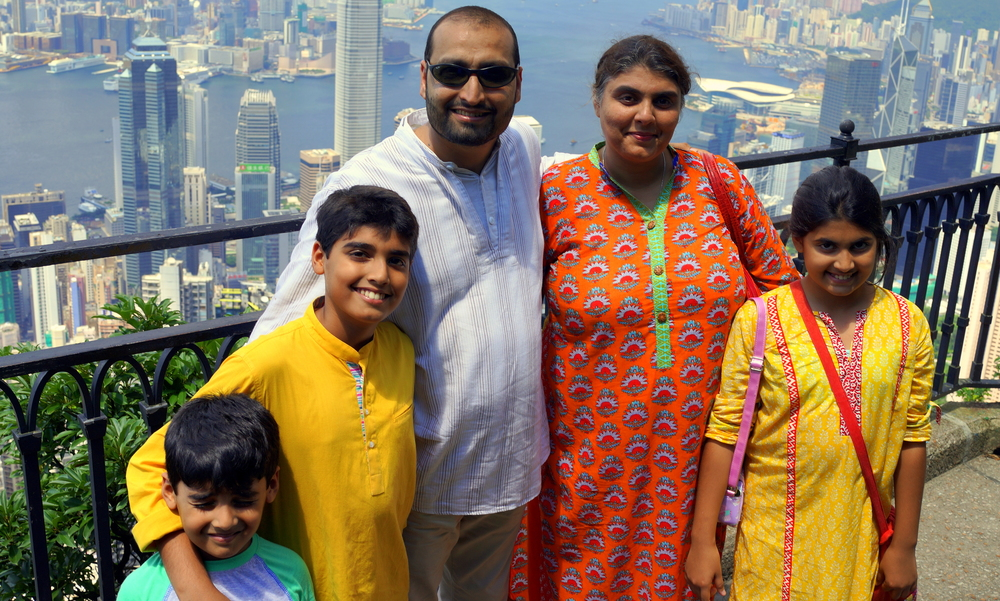 Meet Bareera, Faisal, Moosa, Lylah and Okkasha from Pakistan who spent a week + in Hong Kong, here they are at my spot at the Peak and it was a lovely clear day.