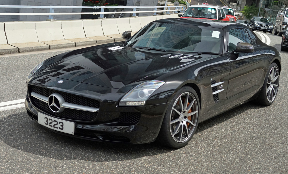 Oh lordy, the simply stunning Mercedes Benz SLS