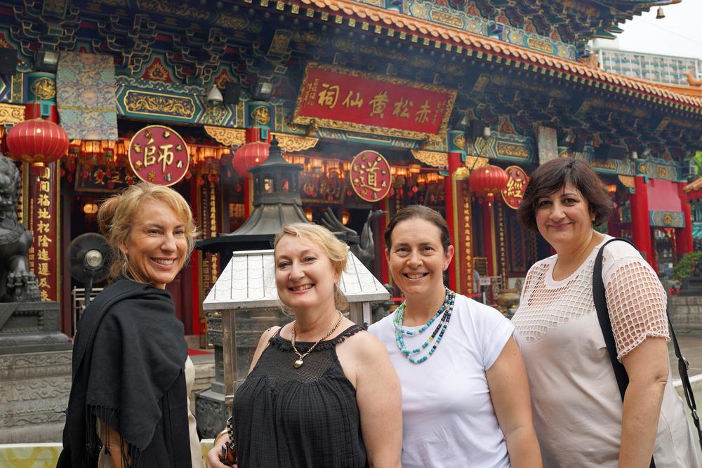 Having fun at the Sik Sik Yuen Wong Tai Sin Temple