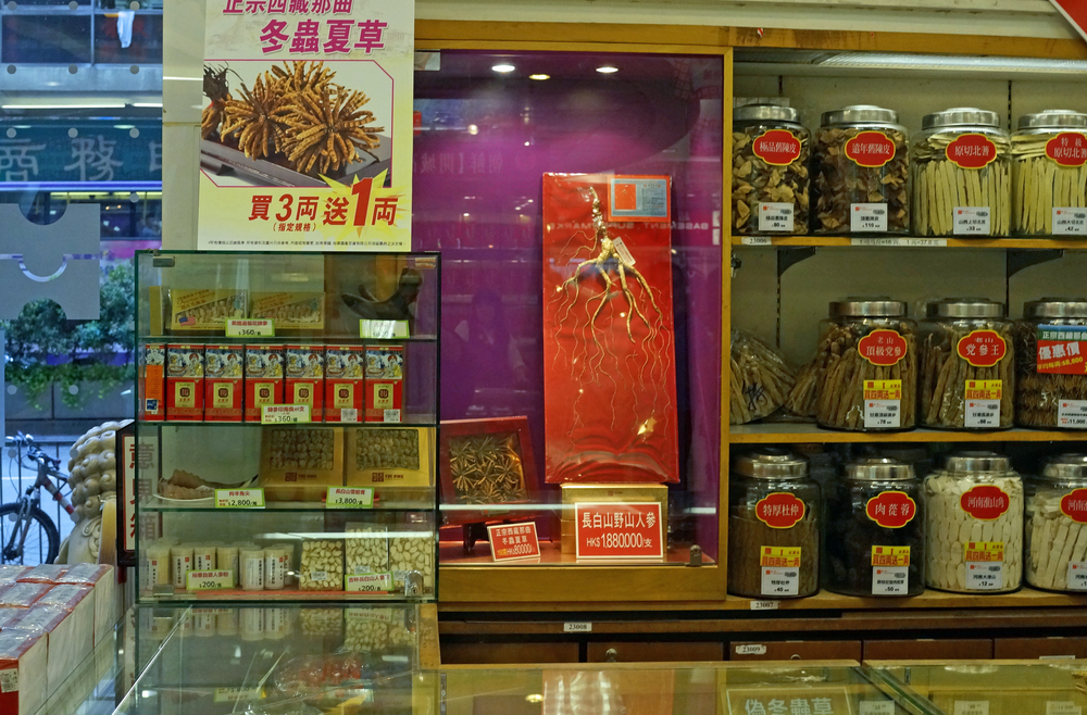 One would have to question the mentality of why even a gazillionaire would drop HK$1,880,000 or US$241,645 on a gnarly old ginseng root, it beggars belief but I have no doubt that some daft sod will buy it!... only in Hong Kong!